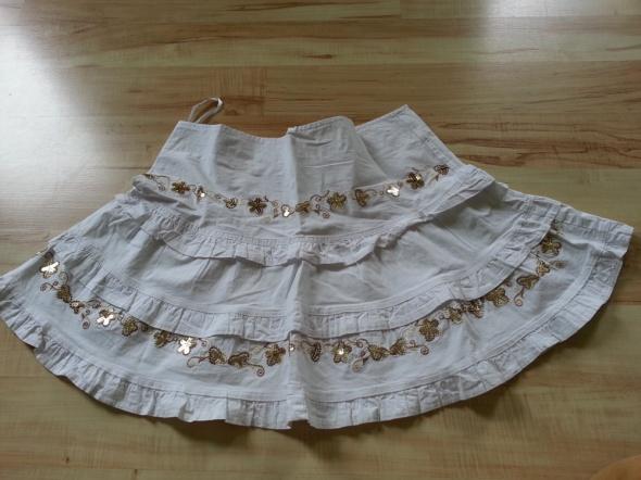 Biała spódnica z cekinami