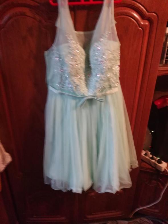 mietowa balowa sukienka na sylwestra