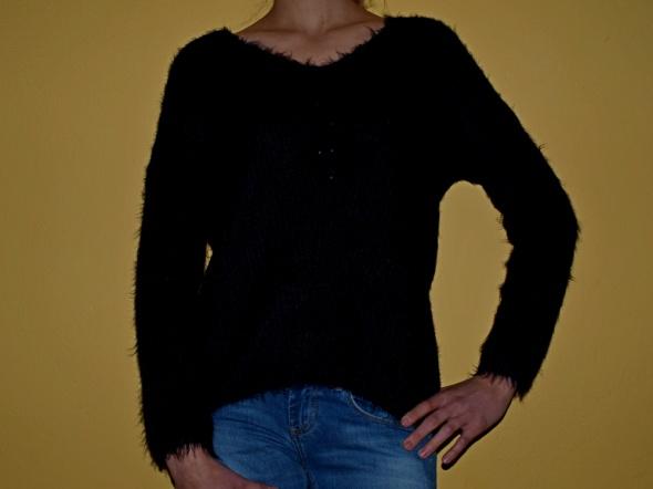 Włochaty sweterek 38...