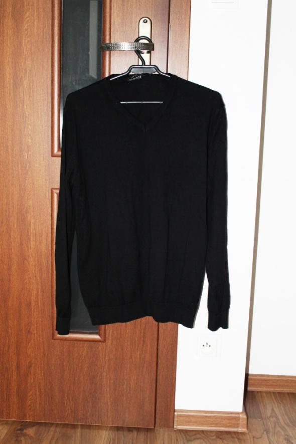 Czarny gładki klasyczny sweter SMOG S serek...