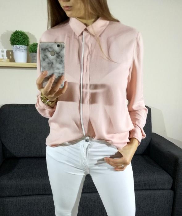 Pudrowa jasno różowa koszula białe wstawki Promod