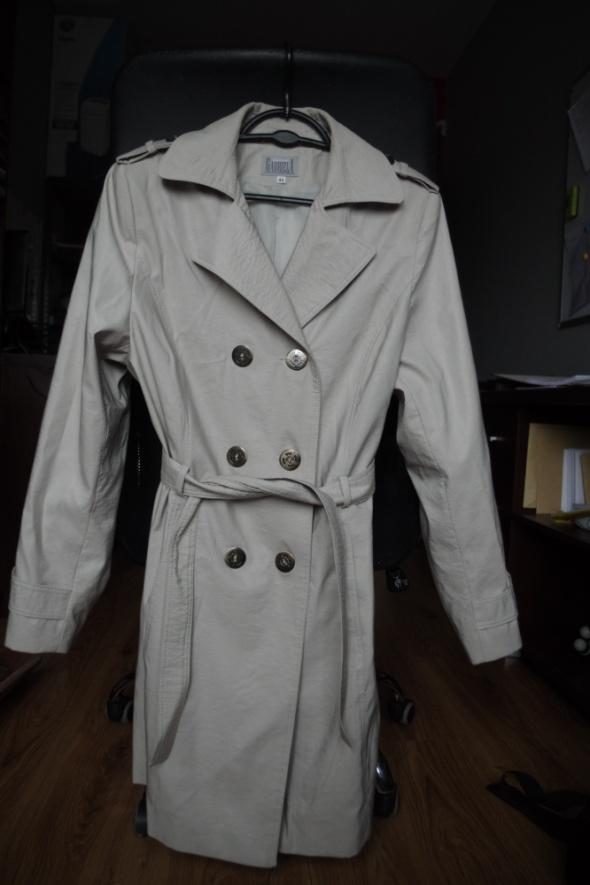 Ponadczasowy płaszcz trencz 44