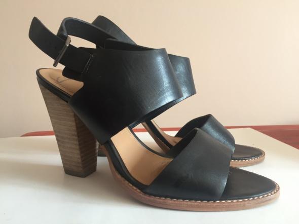 Sandały Clarks z serii softwear...