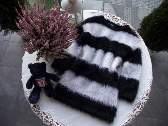 Włochaty mięciutki sweterek włochacz NEXT 104