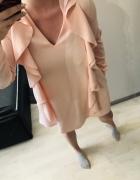Łososiowa sukienka Paparazi Fashion CUDO
