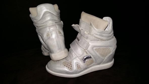 Koturny Sneakersy Carinii srebrne ażurowe skórzane