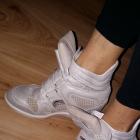 Sneakersy Carinii srebrne ażurowe skórzane