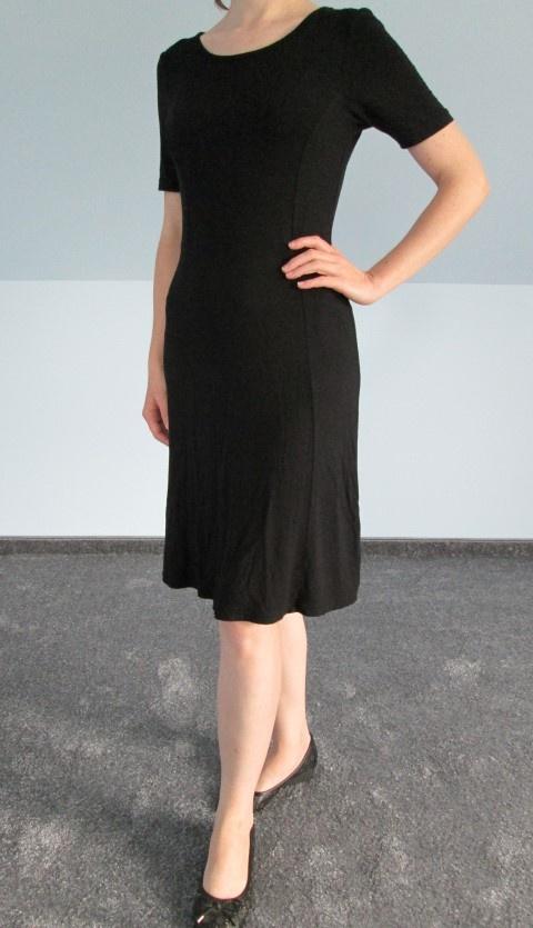 Czarna sukienka midi mała czarna...