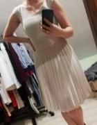 Beżowa sukienka...