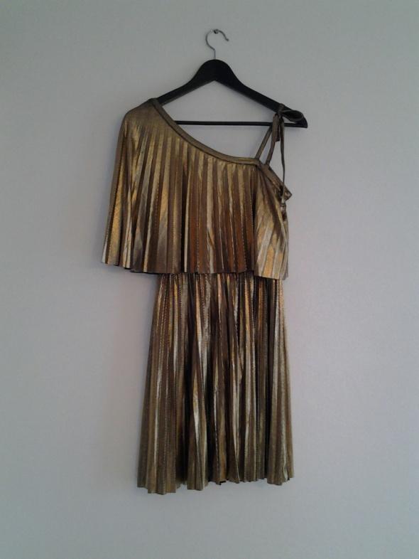 złota sukienka hit na jedno ramię