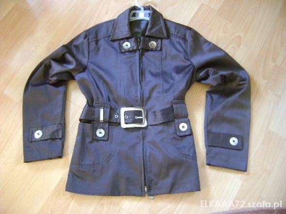 Brązowy płaszczyk 140