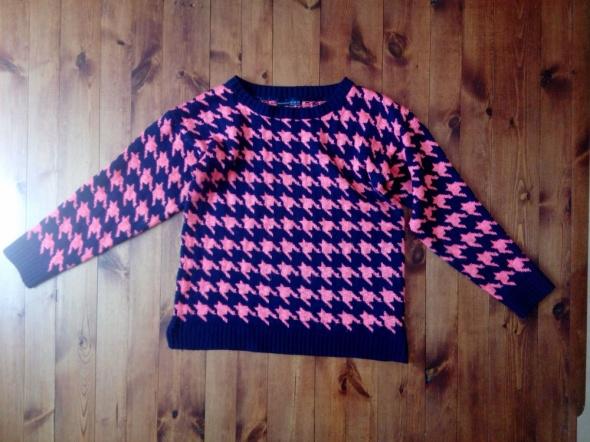 Kontrastowy sweter 44