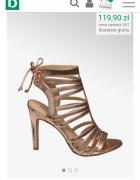 Złote sandalki na obcasie...