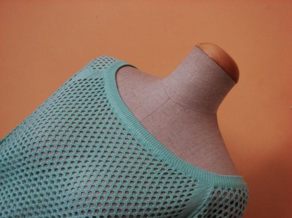 Miętowy ażurowy sweter...