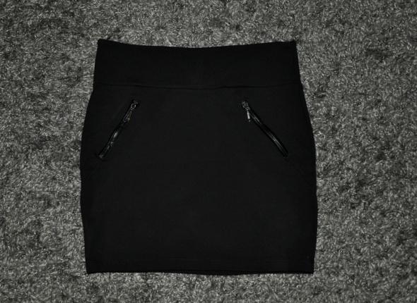 czarna spódnica z zipami...