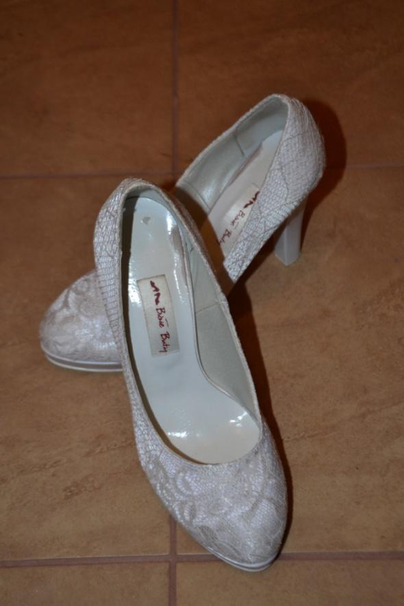 Buty ślubne koronka