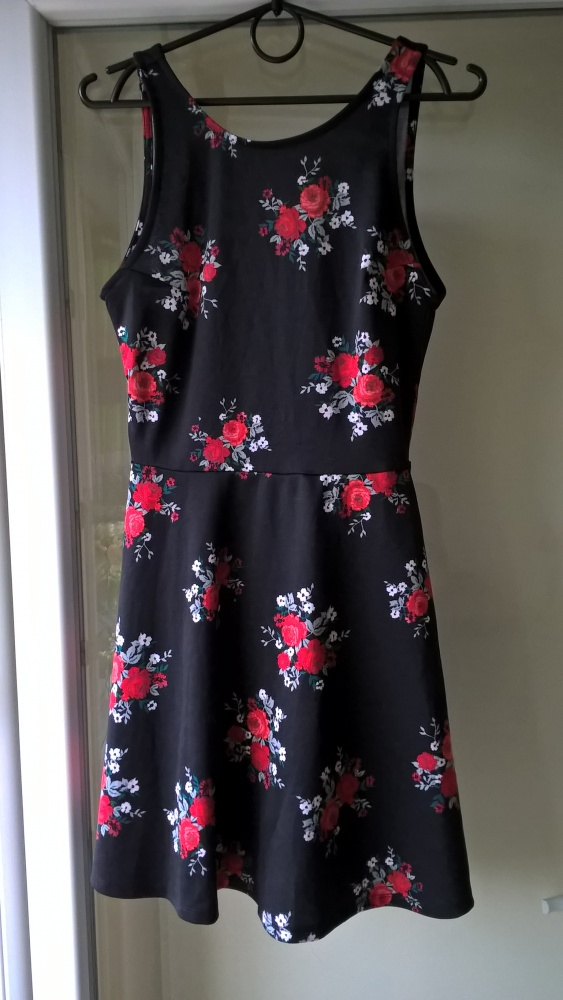 Czarna sukienka w kwiaty H&M