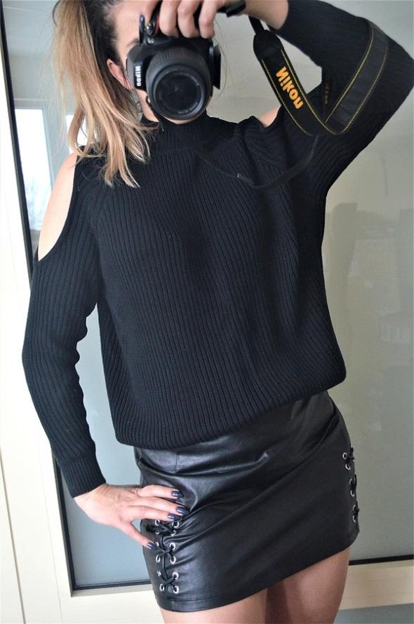 H&M czarny sweter wycięte ramiona S M