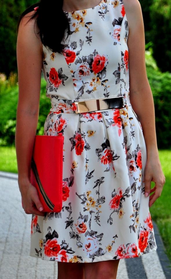Kremowa sukienka w kwiaty NOWA