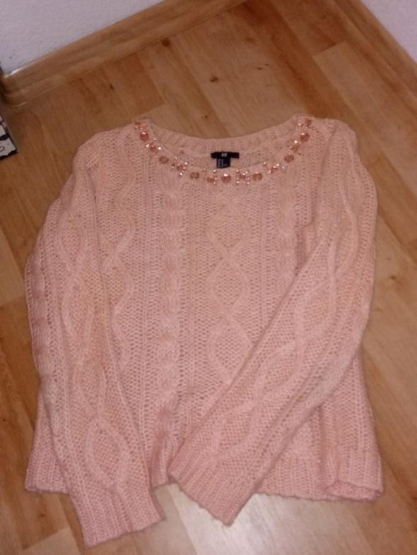 Swetry sweter z ozdobami koło dekoltu