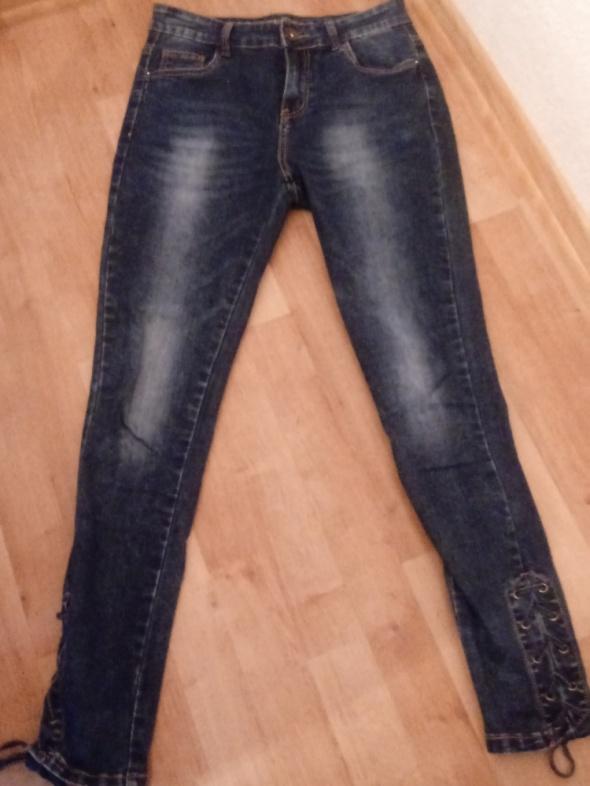 Spodnie jeansy z wiązaniem przy nogawkach