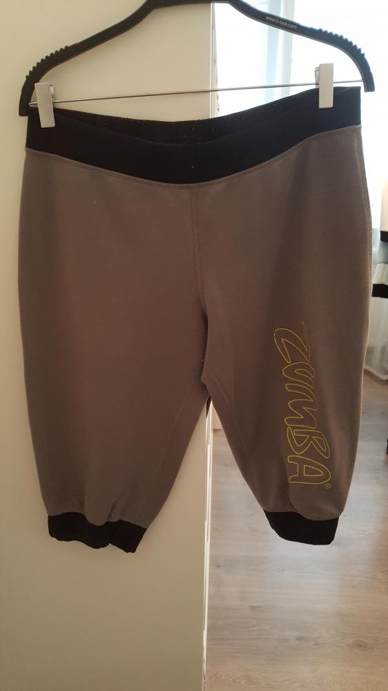 szare luźne dresowe spodnie do kolan ZUMBA