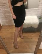 czarna prosta spódniczka Yves Saint Laurent...