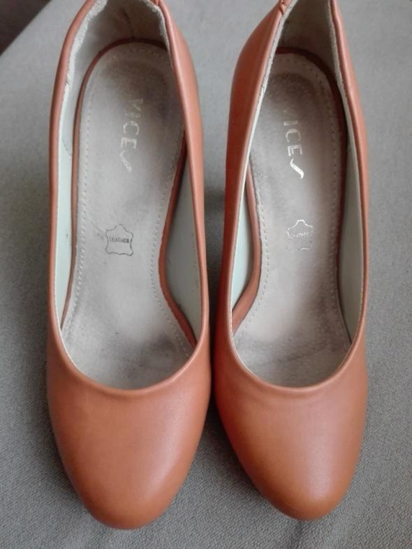 brązowe buciki