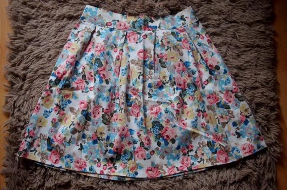 spodnia w kwiaty