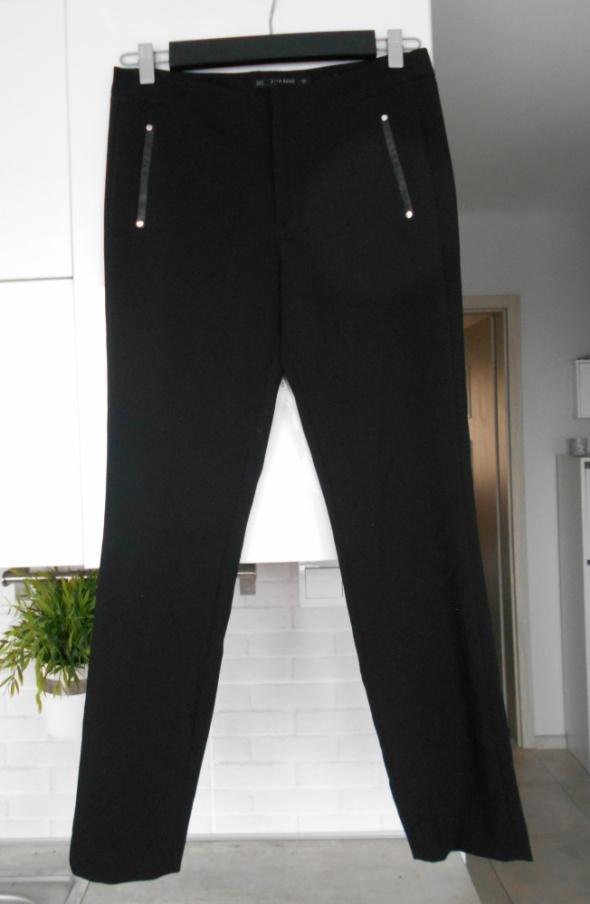 Zara czarne spodnie cygaretki skórzane wstawki eleganckie garniturowe