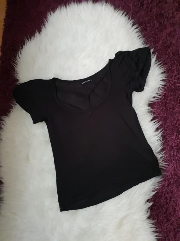 Czarna bluzeczka ze sznureczkami na dekolcie S Cropp