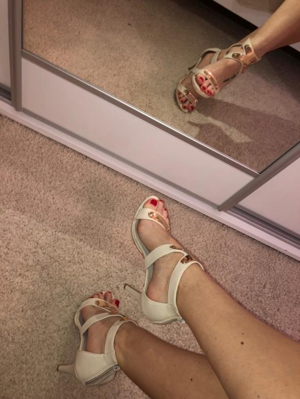 szpilki beżowe sandałki