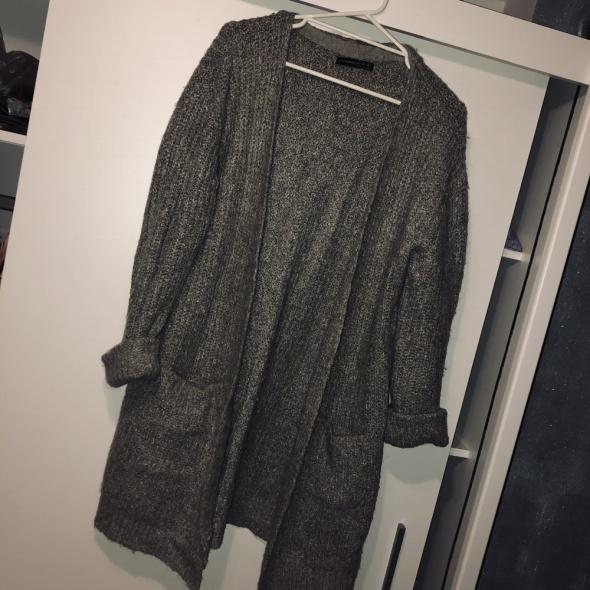 Gruby szary sweter...