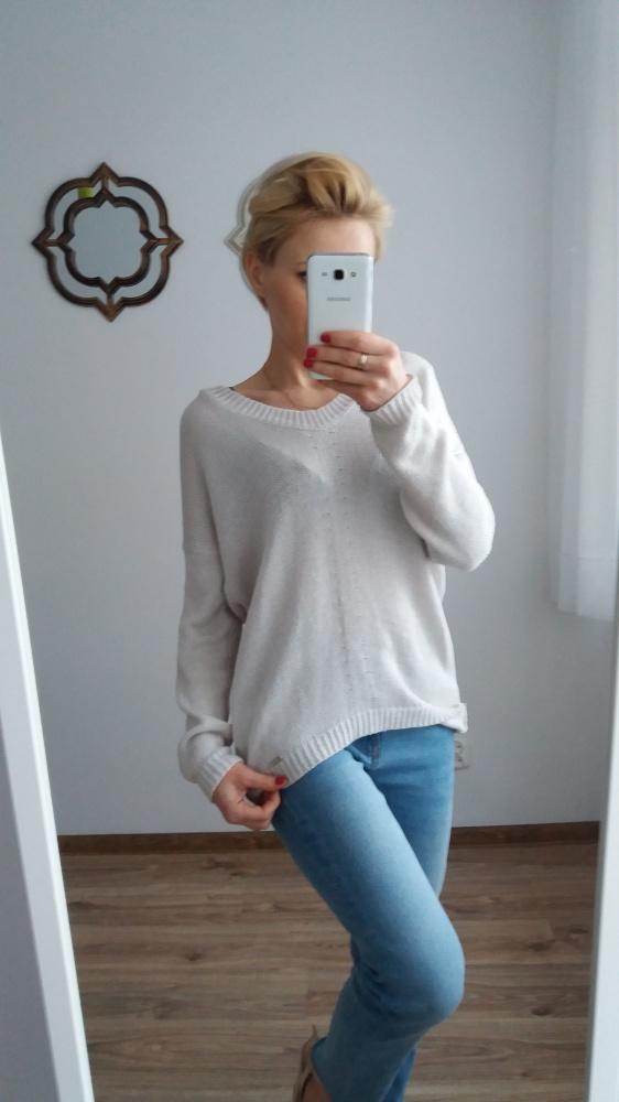 dwa sweterki firmowe