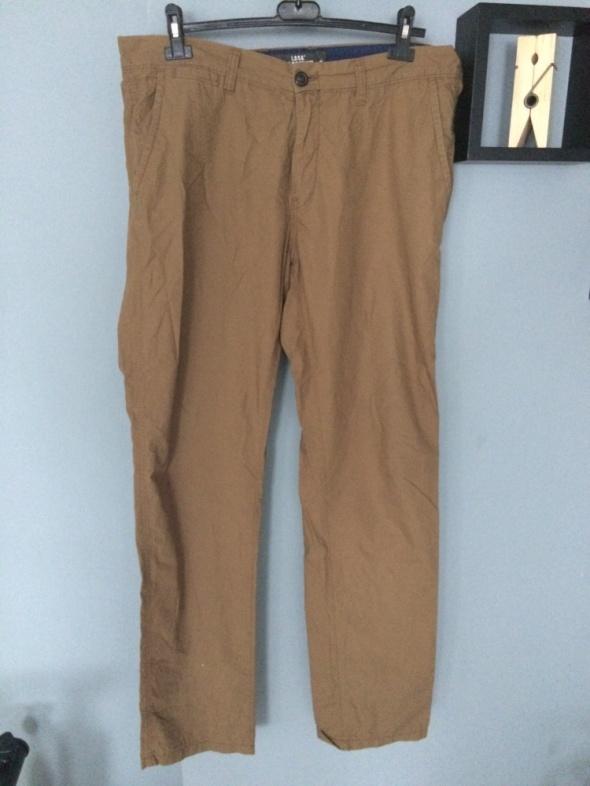 Karmelowe spodnie chinosy HiM L
