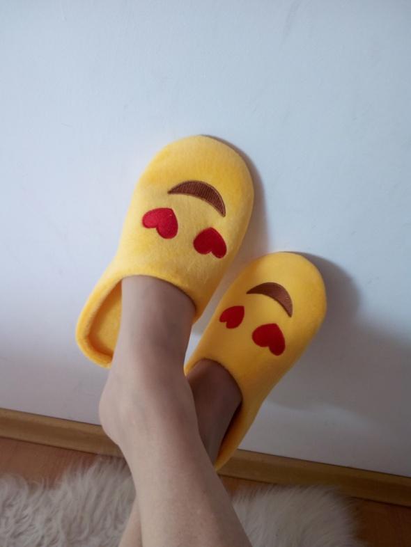 żółte kapciuszki serca