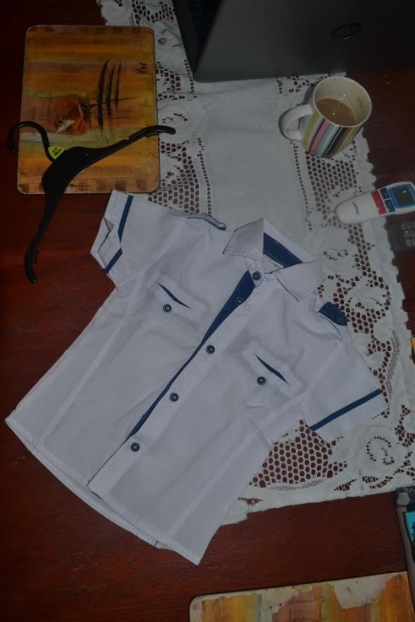 Koszula biała z niebieskimi lamówkami 92cm 2 3 lata idealny stan