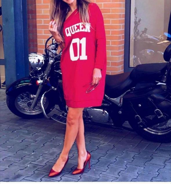 Sukienka z jednym rękawem By o la la