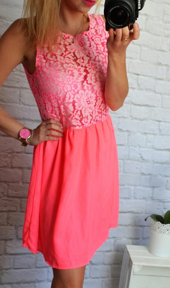 Rozowa sukienka neon zip koronka