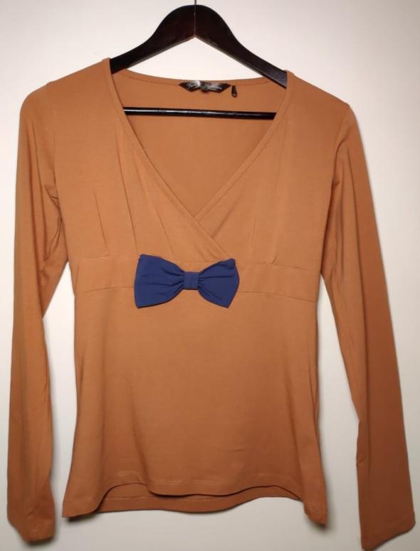 Pomarańczowa ruda bluzeczka z granatową kokardą...