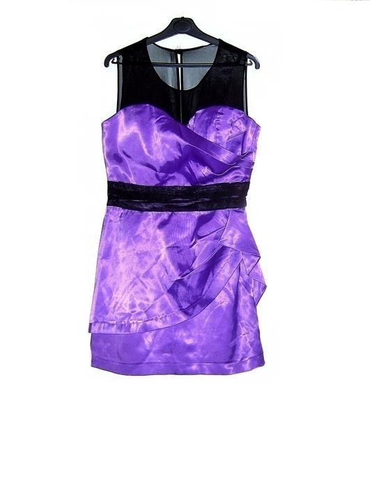 satynowa suknia fioletowa czarne dodatki