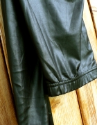 Czarne delikatnie błyszczące legginsy uniwersalne