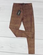 Brązowe legginsy...