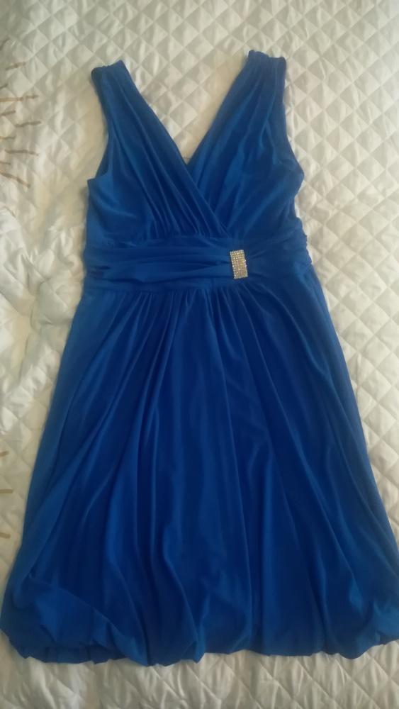 sukienka z ozdobą