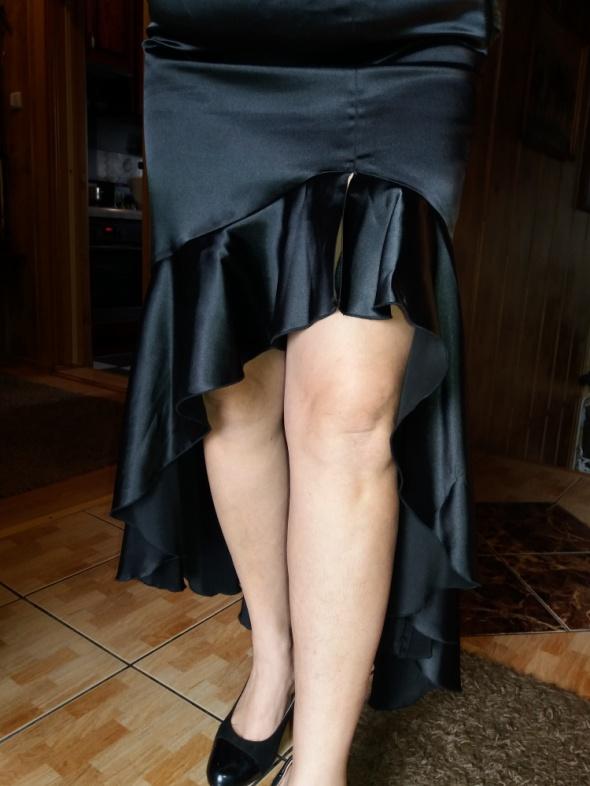 Spódnica czarna Atłasowa z dużym wycięciem z przodu tz falbana r 46