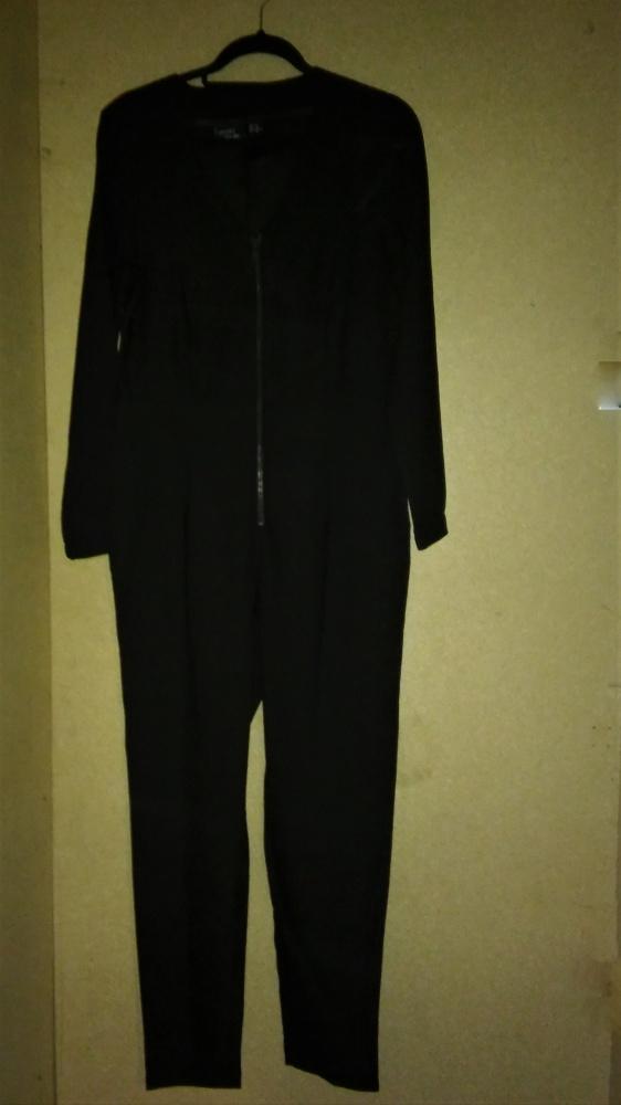 Czarny długi elegancki kombinezon 40