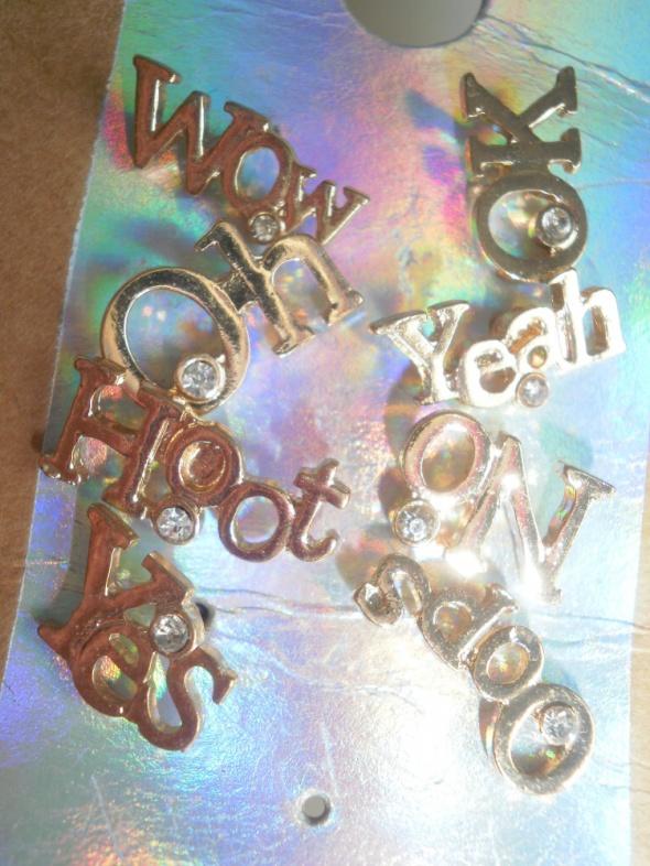 Tally Weijl zestaw kolczyków napisy złote wow yes