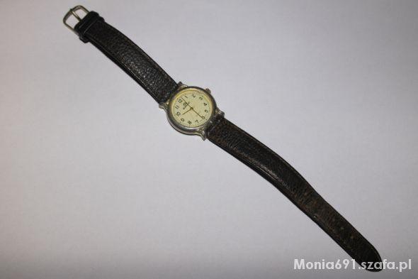 zegarek na skórzanym brązowym pasku