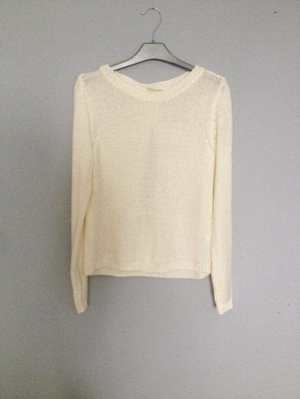 kremowy sweter ecru wycięcie na plecach cut M...