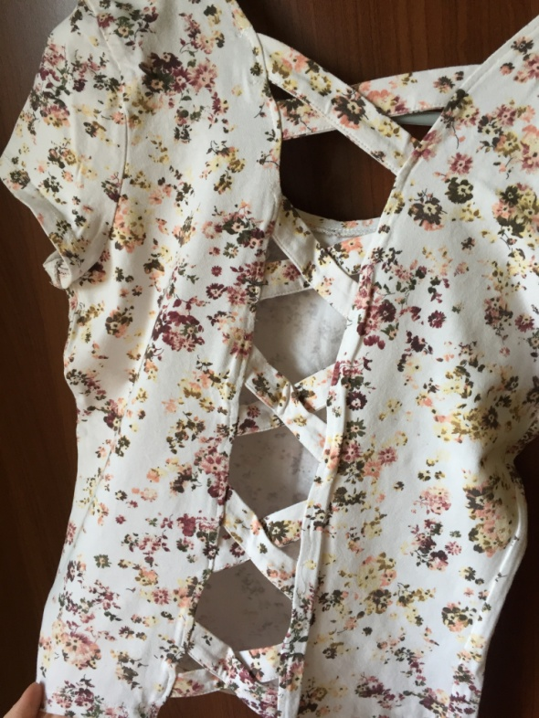 Tshirt koszulka w kwiaty bershka...